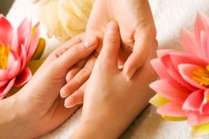 Masaż rąk w gabinecie kamyczek w Bielsku-Białej